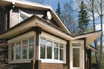 Частный дом с пластиковыми окнами.